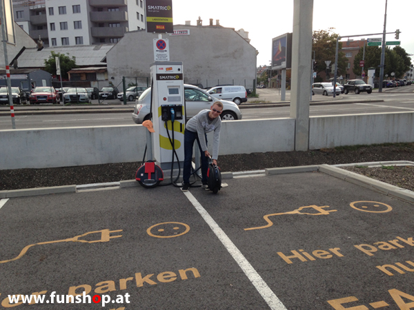 Airwheel und Firewheel an der Stromtankstelle und im FunShop Wien kaufen und testen