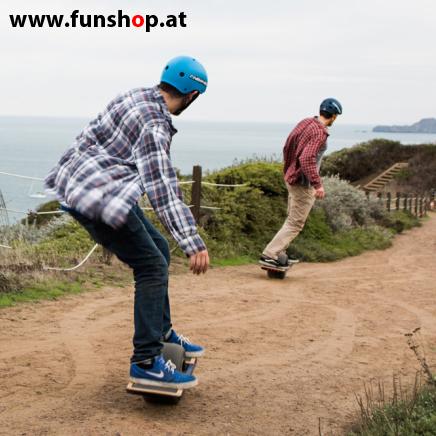 Das Onewheel des neue elektrische selbstbalancierende Surfboard für die Straße und Gelände das Männern Spass macht im FunShop Wien kaufen testen und probefahren