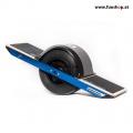 Das Onewheel des neue elektrische selbstbalancierende Surfboard für die Straße und das Gelände das Spass macht im FunShop Wien kaufen testen und probefahren