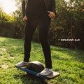 Das original Onewheel Plus elektrische selbstbalancierende Surfboard für Gelände und Verkehr beim Experten für Elektromobilität im FunShop Wien kaufen testen und probefahren