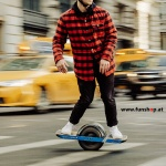 Das original Onewheel Plus elektrische selbstbalancierende Surfboard für Straße und Verkehr beim Experten für Elektromobilität im FunShop Wien kaufen testen und probefahren