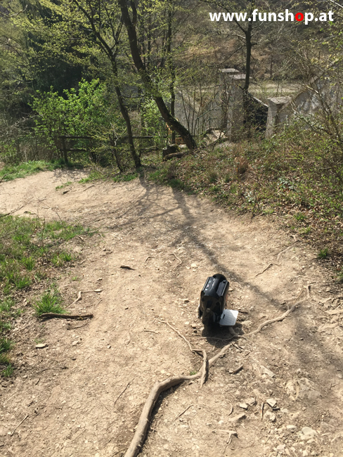 Der FunShop Wien unterwegs mit dem elektrischen Einrad Kingsong KS14 durch den 13 Bezirk der steilen Lainzer Tiergarten Mauer entlang