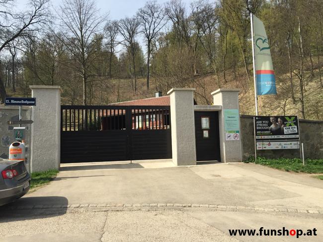 Der FunShop Wien unterwegs mit dem elektrischen Einrad Kingsong KS14 durch den 13 Bezirk der steilen Lainzer Tiergarten Mauer entlang bis zum Nikolaitor
