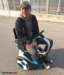Elektrischer Rollstuhl Nino mit Segwaytechnik Testfahrt Kunde mit CIDP beim Experten für Elektromobilität im FunShop Wien testen und kaufen