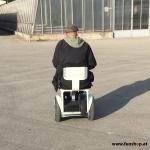 Elektrischer Rollstuhl Nino von Nino Robotics Testfahrt Kunde mit CIDP beim Experten für Elektromobilität im FunShop Wien testen und kaufen