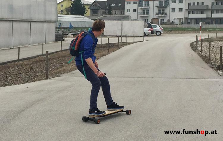 Evolve GT Bamboo Street elektrisches Longboard Skateboard Kurve beim Experten für Elektromobilität im FunShop Wien Österreich kaufen und testen