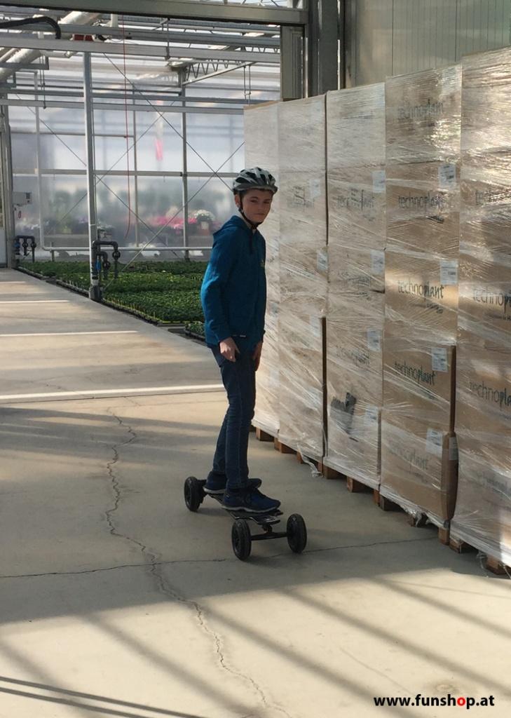 Evolve GT Carbon All Terrain elektrisches Longboard Skateboard beim Experten für Elektromobilität im FunShop Wien Österreich kaufen und testen