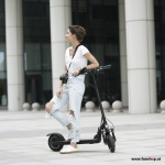 Horwin-GT-E-electric-scooter-girl-funshop-vienna-austria-buy-test