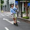 Inmotion L6 Elektro Scooter E-Scooter der einem Mann Spass macht im FunShop Wien testen kaufen und probefahren