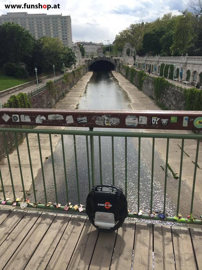 Mit dem elektrischen Einrad Kingsong KS14 in Wien rund um den Ring am Wienfluss vorbei