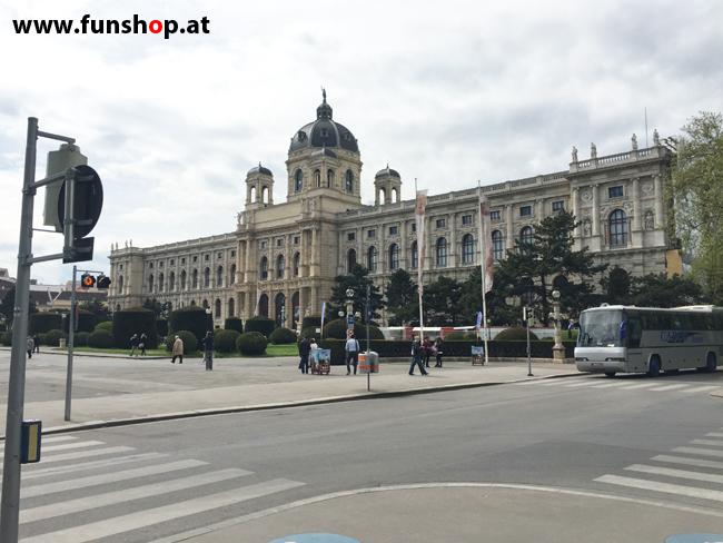 Mit dem elektrischen Einrad Kingsong KS14 in Wien rund um den Ring am naturhistorischen Museum vorbei