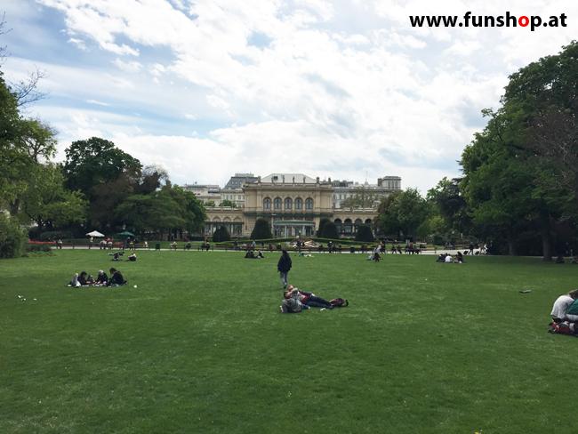 Mit dem elektrischen Einrad Kingsong KS14 in Wien rund um den Ring durch den Stadtpark am Kursason vorbei