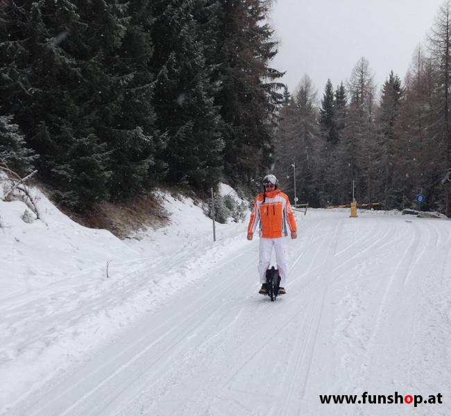 Mit einem elektrischen Einrad Unicycle E-Wheel von GotWay Kingsong Firewheel Ninebot im Winter bei Schnee in Schladming auf die Planai und im FunShop Wien testen, kaufen und probefahren