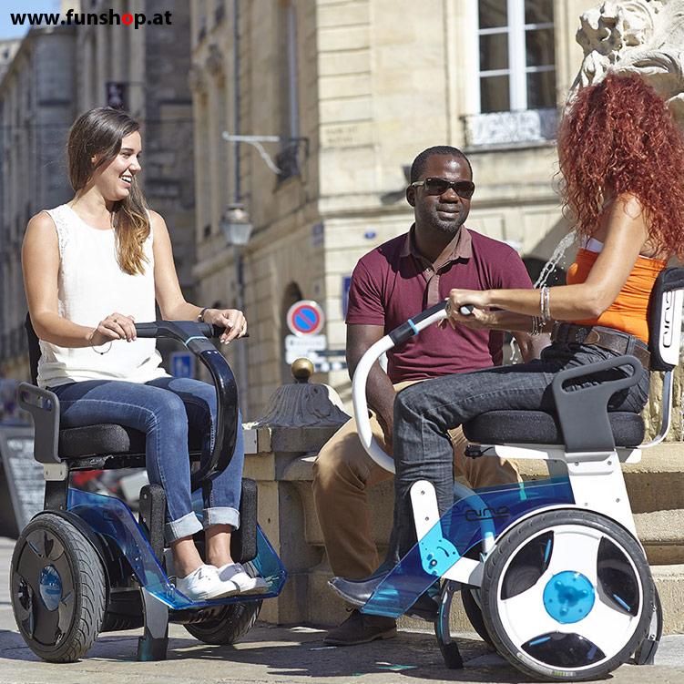 Nino Robotics der neue elektrische selbstbalancierende Rollstuhl der 2 Frauen Spass macht im FunShop Wien kaufen testen und probefahren