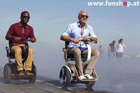Nino Robotics der neue elektrische selbstbalancierende Rollstuhl der 2 Männern Spass macht im FunShop Wien kaufen testen und probefahren