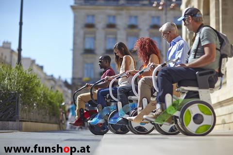 Nino Robotics der neue elektrische selbstbalancierende Rollstuhl der einer Gruppe Spass macht im FunShop Wien kaufen testen und probefahren