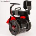 Nino Robotics der neue elektrische selbstbalancierende Rollstuhl in rot und schwarz hinten der Spass macht im FunShop Wien kaufen testen und probefahren