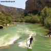 Onean elektrisches Jetboard und Surfboard Carver am Fluss bergauf beim Experten für Elektromobilität im FunShop Wien kaufen