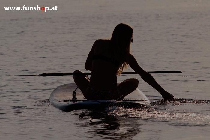 Onean elektrisches Jetboard und Surfboard Manta mit Girl beim Experten für Elektromobilität im FunShop Wien kaufen