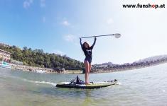onean-elektrisches-jetboard-und-surfboard-manta-mit-girl-lachend-beim-experten-fuer-elektromobilitaet-im-funshop-wien-kaufen
