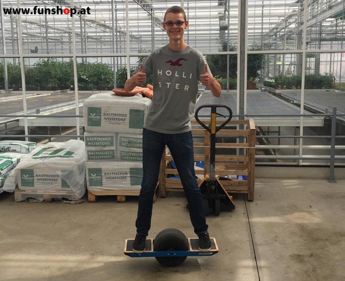 Onewheel des neue elektrische selbstbalancierende Surfboard für Straße und viel Spass Testfahrt im FunShop Wien kaufen testen und probefahren