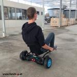 original-hoverkart-in-schwarz-mit-io-hawk-cross-mit-fahrer-von-hinten-fuer-alle-hoverboards-mit-beim-e-mobilitaets-experten-funshop-wien-kaufen-und-testen
