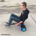 original-hoverkart-in-schwarz-mit-io-hawk-cross-und-fahrer-fuer-alle-hoverboards-mit-beim-e-mobilitaets-experten-funshop-wien-kaufen-und-testen