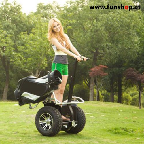 original-io-chic-cross-golf-segway-frau-beim-golfspiel-in-schwarz-silber-fuer-den-outdoor-einsatz-beim-elektromobilitaets-experten-funshop-wien-kaufen