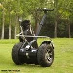 original-io-chic-cross-golf-segway-am-fairway-in-schwarz-silber-fuer-den-outdoor-einsatz-beim-elektromobilitaets-experten-funshop-wien-kaufen