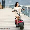 original-scrooser-rot-mit-frau-elektroscooter-beim-experten-fuer-elektromobilitaet-im-funshop-wien-kaufen-testen-probefahren-und-kaufen