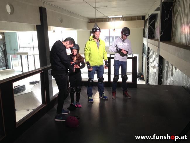 Oxboard und IO Angelboard Hoverboard im FunShop kaufen und testen beim ATV Test mit Andreas Moravec im Bloomfield Leobersdorf SK8 Skate Zone beim Anziehen 2