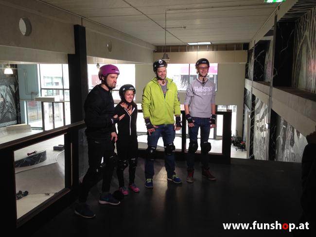 Oxboard und IO Angelboard Hoverboard im FunShop kaufen und testen beim ATV Test mit Andreas Moravec im Bloomfield Leobersdorf SK8 Skate Zone beim Anziehen 4