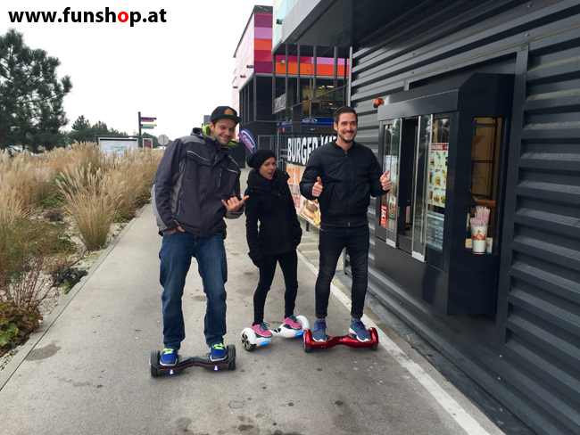 Oxboard und IO Angelboard Hoverboard im FunShop kaufen und testen beim ATV Test mit Andreas Moravec vor dem Drive-In des Burger King