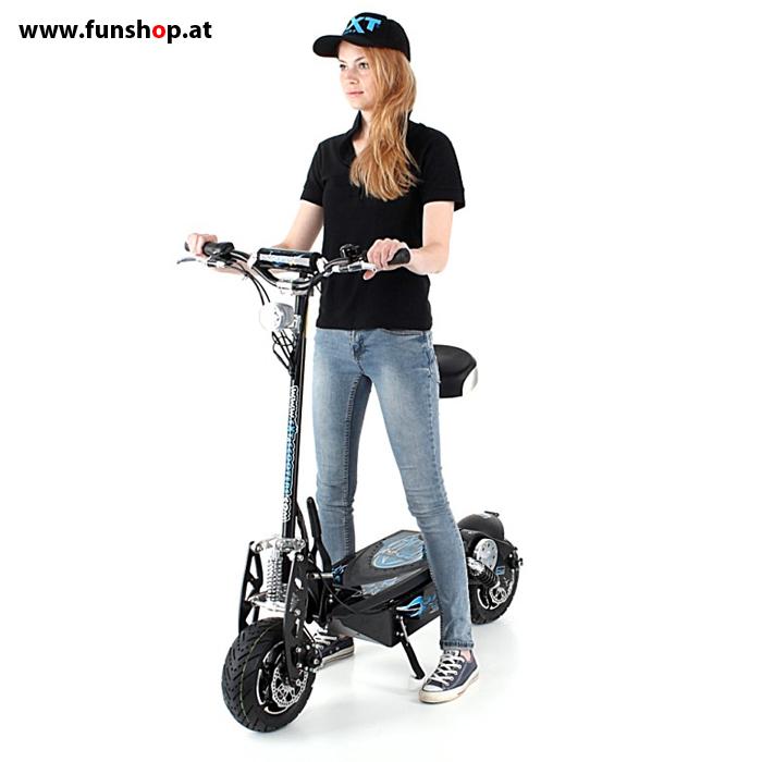 SXT 1600XL schwarz mit Fahrerin stehend beim Experten für Elektromobilität im FunShop Wien testen und kaufen