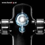 SXT Carbon V2 Elektro Scooter schwarz Frontlicht beim Experten für Elektromobilität im FunShop Wien kaufen testen und probefahren