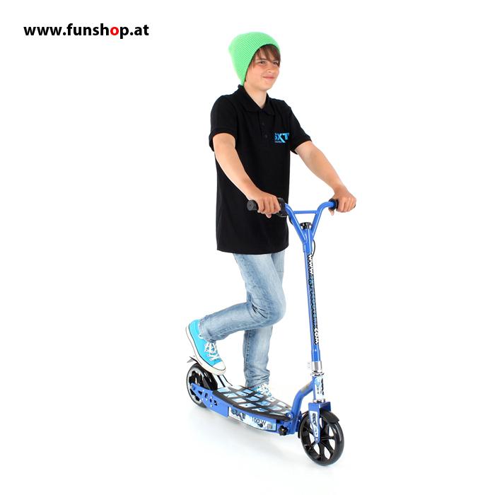 SXT100 elektrischer Kinderscooter in blau mit Junge von vorne im FunShop Wien kaufen testen und probefahren