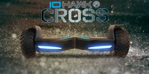 Original IO Hawk Cross in schwarz blau bei Regen für den Outdoor Einsatz beim Hoverboard Experten FunShop Wien kaufen
