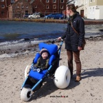 hippocampe-wheel-chair-ski-snow-wheels-outdoor-water-shore-stabilo-comfortable-plus-backrest-funshop-vienna