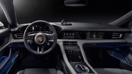 porsche-taycan-turbo-s-electric-mobility-fahrzeug-front-funshop-vienna